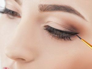 15 Eyeliner Hacks for Beginners   Learn how to apply winged eyeliner – and how to apply liquid eyeliner – with this collection of life-changing makeup tricks! You've probably already tried the tape, business card, and bobby pin tricks, and we're excited to share so many other simple yet transformative makeup hacks to help you get the perfect cat eye every single time. Whether you prefer pencil, gel, or liquid liner, these tips are for you! #liquideyeliner #eyelinertutorials #howtoapplyeyeliner