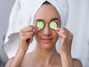 10 Tips and Hacks to Reduce Face Bloat   Why is my face swollen?! If you want to know how to get rid of a puffy face FAST, this post is for you. We sharing everything you need to know - what causes face bloat, how to prevent face bloat, tips to decrease puffiness (including a list of foods to reduce swelling), plus other remedies that work. We've also included makeup tutorials to hide face bloat with makeup so you can look and feel your best every single day!
