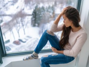 15 Habits that Make Anxiety Worse | Dealing with anxiety can be extremely overwhelming and lonely. If you're looking for tips and remedies to help you manage the symptoms of anxiety, you may be surprised to find out that some of your lifestyle habits can trigger anxiety and panic attacks. Whether you have high functioning or severe anxiety, this post will give you a list of healthy habits to adopt to help ease anxious thoughts. #naturalremedies #PTSD #selfhelp #tips