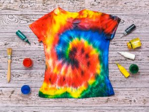 How to Make Tie Dye Shirts with Kids | If your little ones are obsessed with all things tie dye like my daughter, and you're looking for easy DIY tips, tutorials, and videos to teach you how to make your own tie dyed tees at home, we've curated tons of ideas you can try using ingredients you probably already have on hand. Learn how to tie dye with food coloring, with bleach, with Kool Aid, with sharpies and more with this collection of tie dye techniques!